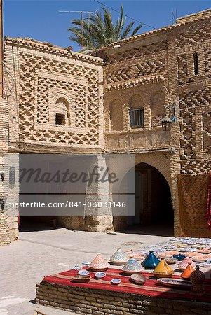 Medina and crafts, Tozeur, Tunisia, North Africa, Africa