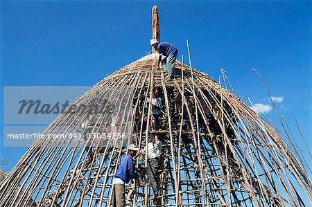 Building a circular house,Gourague country,Shoa province,Ethiopia,Africa