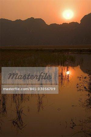 Sunset, limestone mountain scenery, Tam Coc, Ninh Binh, south of Hanoi, North Vietnam, Southeast Asia, Asia