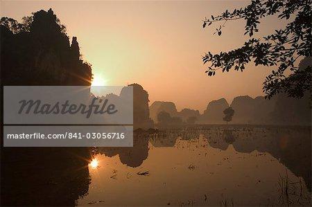 Sunrise, limestone mountain scenery, Tam Coc, Ninh Binh, south of Hanoi, North Vietnam, Southeast Asia, Asia
