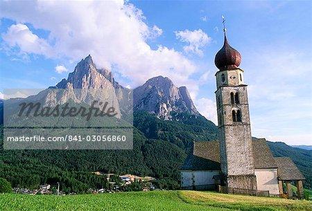 San Valentino Baroque church and peaks of Sciliar, 2515m, Sciliar National Park, San Valentino, Dolomites, Alto Adige, Italy, Europe