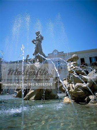 Diana fountain, Siracusa (Syracuse), island of Sicily, Italy, Mediterranean, Europe