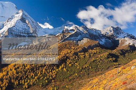 Xiannairi mountain, Yading Nature Reserve, Sichuan Province, China, Asia