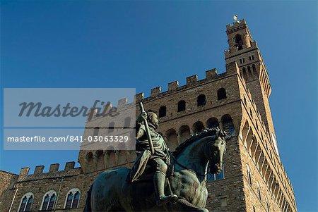 Statue of Cosimo I, Palazzo Vecchio, Piazza della Signoria, Florence, UNESCO World Heritage Site, Tuscany, Italy, Europe