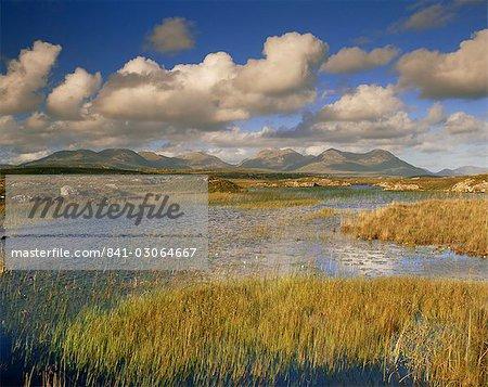Ballynahinch and the Twelve Pins, near Clifden, Connemara, County Galway, Connacht, Republic of Ireland (Eire), Europe