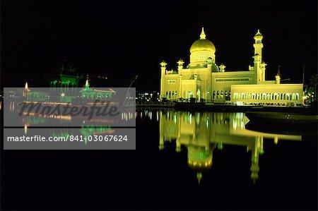 The Omar Ali Saifuddin Mosque built in 1958, Bandar Seri Begawan, Brunei Darussalam, Borneo, Southeast Asia, Asia