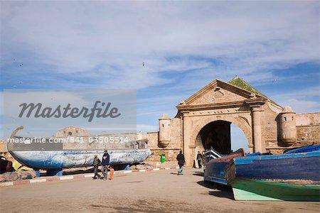 Bab El Marsa gateway entrance gate through walls of 18th century fortified town, Essaouira, formerly Mogador, Morocco, North Africa, Africa