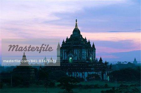 Thatbyinyu temple at sunrise, Bagan (Pagan) archaeological site, Myanmar (Burma), Asia