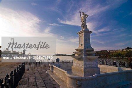 Monument on the shores of Havana Bay, Havana, Cuba, West Indies, Caribbean, Central America