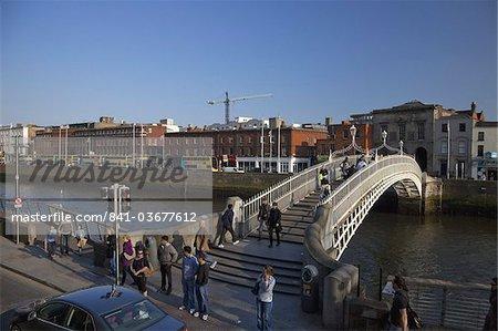 Halfpenny Bridge, River Liffey, Dublin, Republic of Ireland, Europe