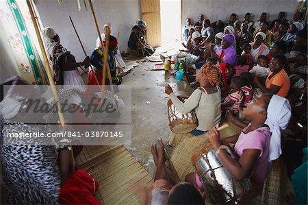 People worshipping at village healing ceremony, Eshowe, Zululand, KwaZulu-Natal, South Africa, Africa
