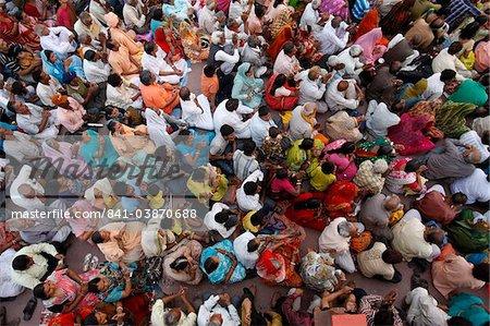 Crowd waiting for the aarti ceremony on Har-ki-Pauri ghat in Haridwar, Uttarakhand, India, Asia