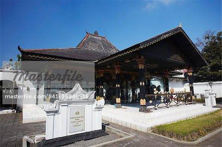Golden Pavilion (Bangsal Kencana) in grounds of Kraton (Palace of Sultans), Yogyakarta, Java, Indonesia, Southeast Asia, Asia