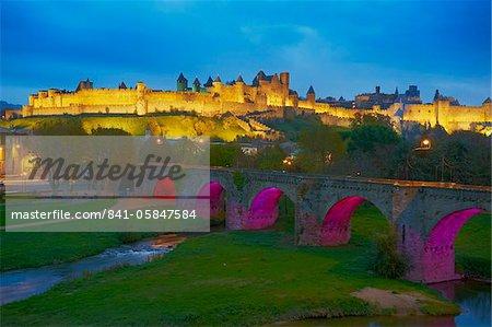 Le Pont Vieux (the old bridge), on the Aude River, Medieval city of Carcassonne, UNESCO World Heritage Site, Aude, Languedoc-Roussillon, France, Europe