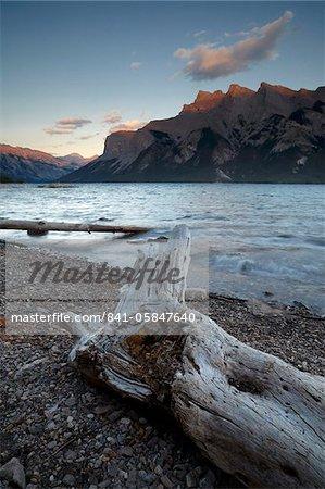 Beautiful evening light at Lake Minnewanka, Banff National Park, UNESCO World Heritage Site, Alberta, Rocky Mountains, Canada, North America