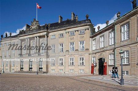 Guards at the Amalienborg Castle, Copenhagen, Denmark, Scandinavia, Europe