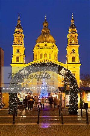 Christmas Market outside St. Stephen's Basilica (Szent Istvan Bazilika), Budapest, Hungary, Europe