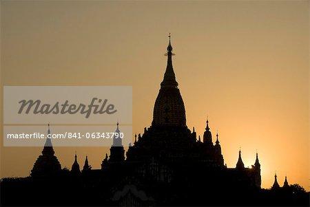 Ananda Pahto at sunset, Bagan (Pagan), Myanmar (Burma), Asia