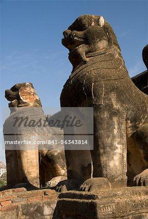 Chinthe statues, half lion and half dragon, Mimalaung Kyaung, Bagan (Pagan), Myanmar (Burma), Asia