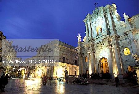 Duomo Square at dusk, Ortygia, Siracusa, Sicily, Italy, Europe