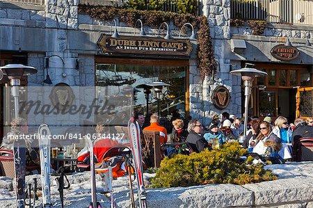 Apres ski, Whistler Village, Whistler Blackcomb Ski Resort, Whistler, British Columbia, Canada, North America