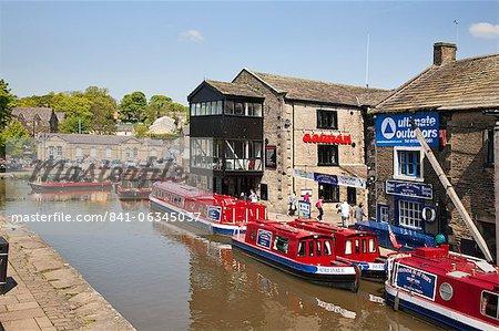 Narrowboats at Skipton Canal Basin, Skipton, North Yorkshire, Yorkshire, England, United Kingdom, Europe