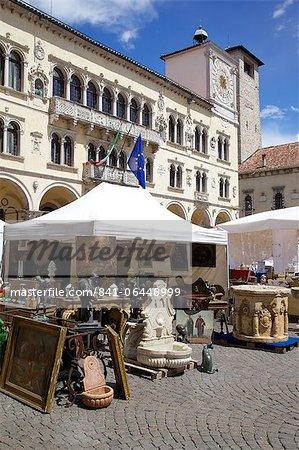 Post Building and market, Piazza dei Duomo, Belluno, Province of Belluno, Veneto, Italy, Europe