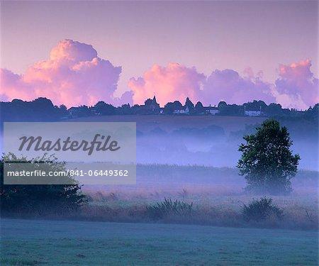 Dawn mist, Ewhurst Green, East Sussex, England, United Kingdom, Europe