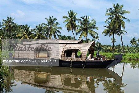 Houseboat along the Backwaters, near Alappuzha (Alleppey), Kerala, India, Asia