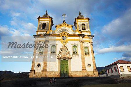 People sitting outside Sao Francisco of Assis Church in Praca Minas Gerais, Mariana, Minas Gerais, Brazil, South America