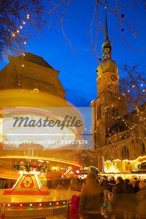 St. Reinoldi Church and Christmas Market at dusk, Dortmund, North Rhine-Westphalia, Germany, Europe