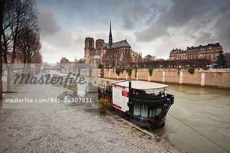 Notre Dame de Paris cathedral and River Seine, Paris, France, Europe