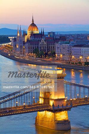 Chain Bridge, River Danube and Hungarian Parliament at dusk, UNESCO World Heritage Site, Budapest, Hungary, Europe