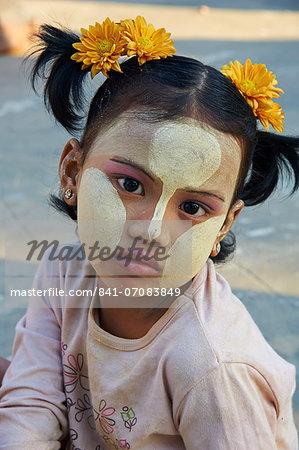 Young Burmese girl, Bagan (Pagan), Myanmar (Burma), Asia