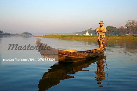 Fisherman on Taung Thama lake, Amarapura, Mandalay, Myanmar (Burma), Asia