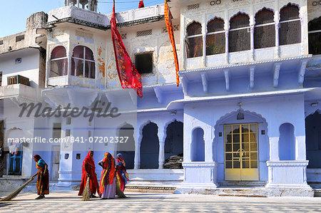 Ghats at Holy Pushkar Lake and old Rajput Palaces, Pushkar, Rajasthan, India, Asia