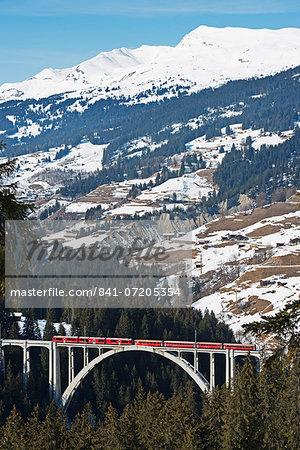 Narrow gauge railway, Langwieser Viaduct, Arosa mountain resort, Graubunden, Swiss Alps, Switzerland, Europe