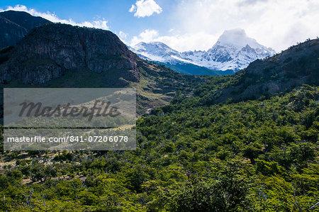 Trek up to Mount Fitzroy (Cerro Fitz Roy) from El Chalten, Los Glaciares National Park, UNESCO World Heritage Site, Santa Cruz Province, Patagonia, Argentina, South America