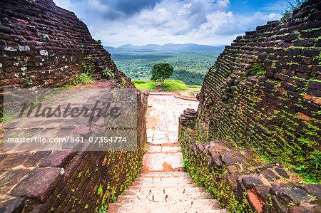 Ruins at the top of Sigiriya Rock Fortress (Lion Rock), UNESCO World Heritage Site, Sri Lanka, Asia