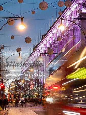 Selfridges on Oxford Street at Christmas, London, England, United Kingdom, Europe