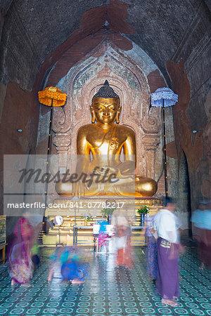 People praying, Htilominlo Pahto temple, Bagan (Pagan), Myanmar (Burma), Asia