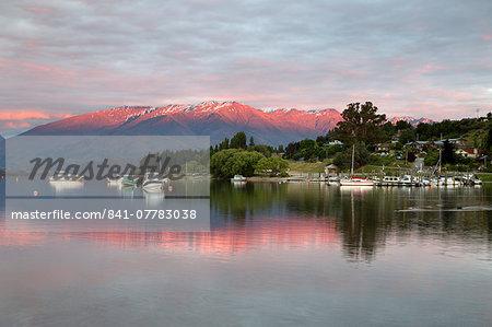 Sunrise over Lake Wanaka, Wanaka, Otago, South Island, New Zealand, Pacific