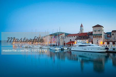 Trogir's historic Stari Grad (Old Town) defensive walls and harbour, UNESCO World Heritage Site, Trogir, Dalmatia, Croatia, Europe