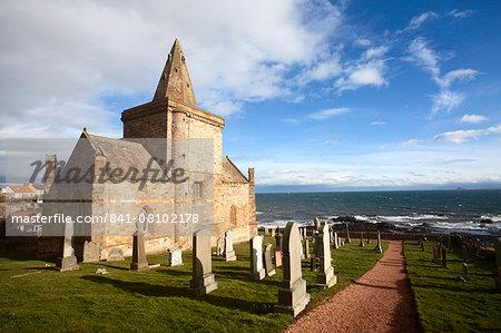 The Auld Kirk and Kirkyard on the Fife Coast at St. Monans, Fife, Scotland, United Kingdom, Europe