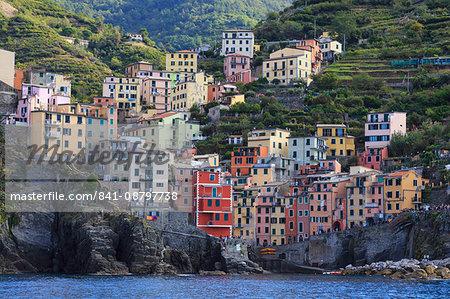 Tiny harbour and medieval houses in steep ravine, Riomaggiore, Cinque Terre, UNESCO World Heritage Site, Ligurian Riviera, Liguria, Italy, Europe