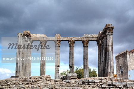 Roman Temple, Evora, UNESCO World Heritage Site, Portugal, Europe