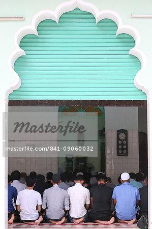 Muslims praying, Masjid Musulman (Saigon Central Mosque), Salat, Ho Chi Minh City, Vietnam, Indochina, Southeast Asia, Asia