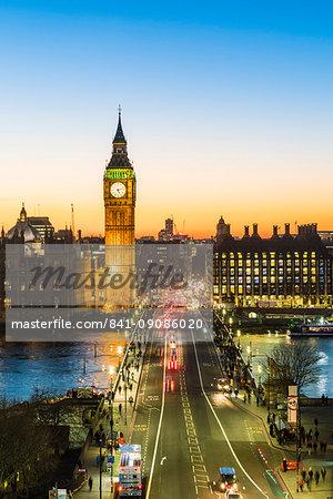 Big Ben (the Elizabeth Tower), and busy traffic on Westminster Bridge at dusk, London, England, United Kingdom, Europe