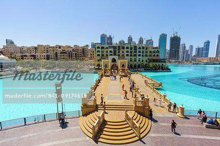 Souk Al Bahar Bridge and Burj Khalifa Lake, Dubai, United Arab Emirates, Middle East