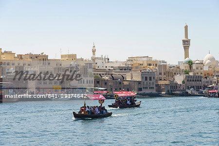 Abras, traditional water taxis crossing Dubai Creek between Deira and Bur Dubai, Dubai, United Arab Emirates, Middle East